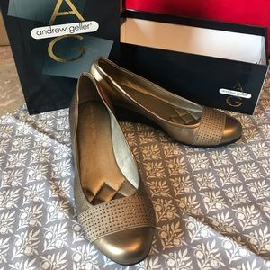 BRAND NEW - Andrew Geller round toe wedge pumps